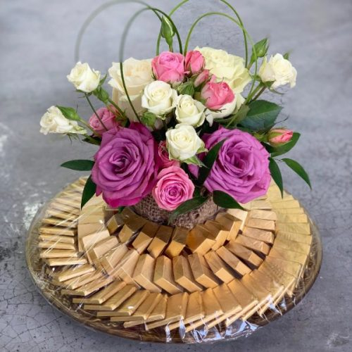 Blushing Tray by Pari Bahrain Flowers and Chocolates Delivery