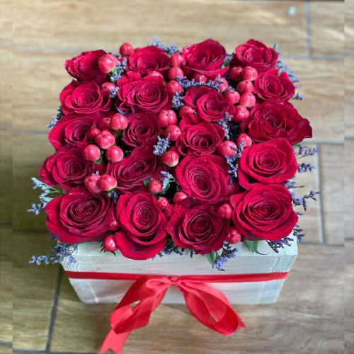 Rose Berries By Heaven Garden Flowers Delivery Bahrain
